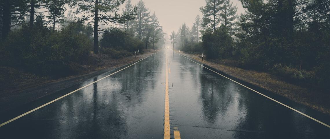 Gladde wegen in de zomer. Hoe zit dat?