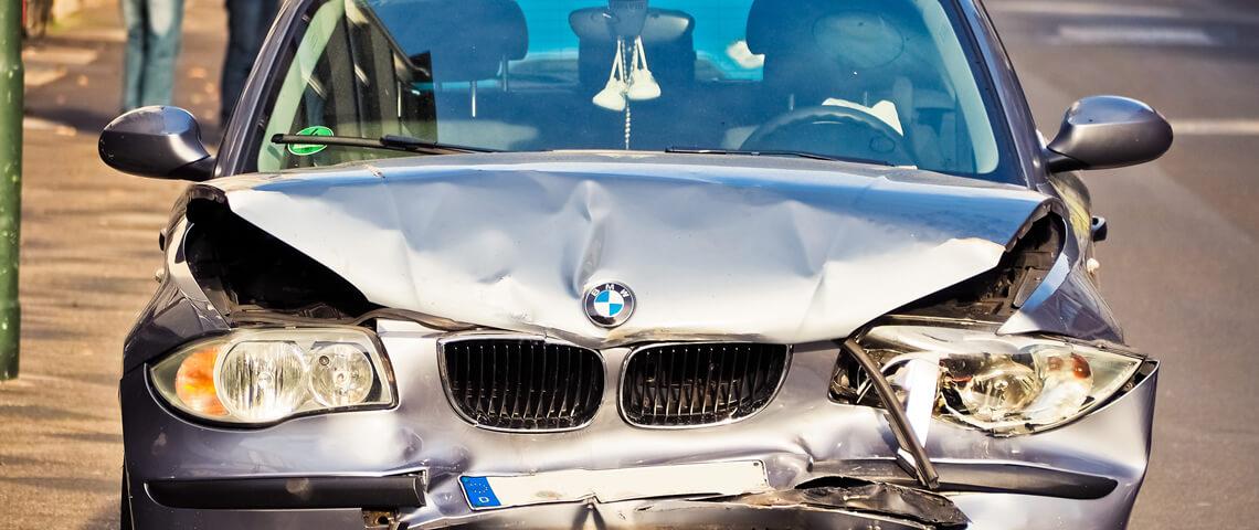 Mag je door blijven rijden met een schade auto?